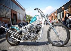 When @mikeyrevolt asks you if you're willing to roll your bike into the middle of the street in Brooklyn and block traffic, you goddamn do it!  #brooklyninvitational #shovelhead #chopcult #chopper
