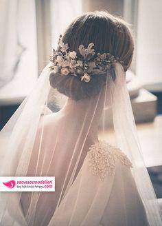 Duvaklı gelin saç modelleri düğünlerde en çok tercih edilen gelin saç modelleri arasındadır.Duvaksız gelin olmaz, o zaman duvaklı gelin saç modeli olur.