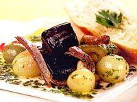 Berinjela, abobrinha e azeitona marinadas no azeite com ervas