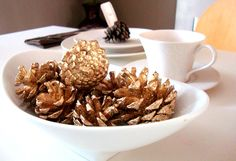 Decorating With Pine Cones for Autumn: decor and entertaining #DIY