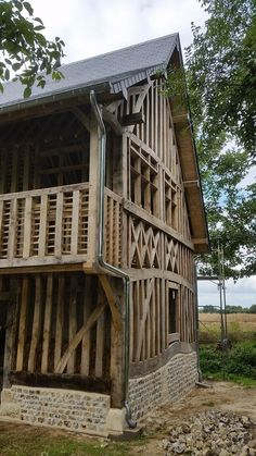 Timber Frame Homes, Timber House, Timber Frames, Style At Home, Timber Buildings, Rustic Home Design, Pole Barn Homes, Wood Construction, Wood Tables