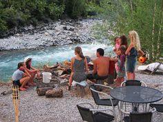 Provence/ Alpen- rustige camping in de bergen met 2 safari tenten- gelegen aan rivier- leuk om te wandelen en te raften. 1 x per week sfeervol eten met alle gasten- camping river