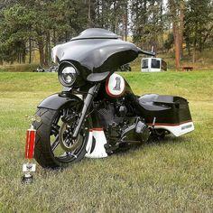 "Credit to @darksideconcepts ===================== Follow & Tag ""HD Tourers and Baggers"" on Instagram Facebook Twitter & across the Web. ===================== #hdtourersandbaggers ===================== #instamotogallery #instamoto #motorcycles #harleydavidson #roadkingclassic #roadking #roadglide #streetglide #softail #showoffmyharley #harleysofinstagram #harleylife #bikelife #bikersofinstagra #bikestagram #motorcyclelife #harleyriders #customharley #throttlezone #harleydavidsonnation…"