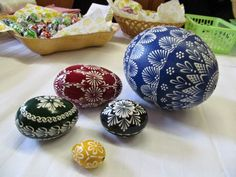 Easter Egg Pattern, Ukrainian Easter Eggs, Egg Designs, Egg Art, Dot Painting, Easter Crafts, Felting, Serving Bowls, Rocks