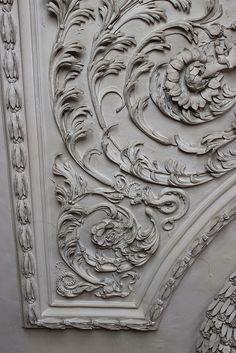 Plasterwork ceiling in the Queen's Bedchamber at Ham House Plaster Mouldings, Plaster Art, Ceiling Detail, Ceiling Design, Gypsum Decoration, Decorative Plaster, Ceiling Medallions, Motif Floral, Acanthus