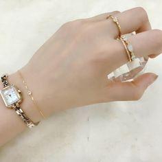 【Coordinate】 シャンパンゴールドの時計で手元を華やかに演出。 クラシカルで女性らしいデザインと様々なジュエリーとの相性もよい、シャンパンゴールドの時計は、デイリー使いにも特別なシーンにも活躍。 #agete #jewelry #accessory #watch #ring #bracelet #coordinate #アガット #ジュエリー #アクセサリー #時計 #リング #ブレスレット #コーディネート