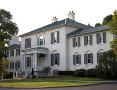 So pretty! Oakland Manor is owned by one of the HOAs in Columbia so it's a crazy bargain!