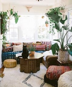 Bohemian living room can be created by doing some tricks. It is simple for you to find some references related to layout for your bohemian living space in your residence or your studio apartment. Boho Chic Living Room, Boho Room, My Living Room, Living Room Decor, Cozy Living, Hippie Living Room, Moroccan Living Rooms, Bohemian Living Spaces, Gypsy Room