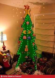 Christmas Tree level: 8 bit