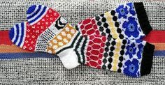 sohvaneulomo: Toiset Marisukat Knitting Socks, Knit Socks, Marimekko, Fingerless Gloves, Arm Warmers, Mittens, Villa, Crafts, Diy