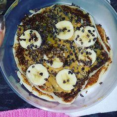 Hora da marmita até no carro  Panquecas proteicas @mws.pt com manteiga amendoim banana mel e pepitas de cacau  #MyWheyStore www.mws.pt #proteinpancakes #fitlifestyle #eatclean #marmitando #backtofocus ( # @neuzarosado)
