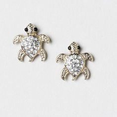 Ok, I'm so 12 years old. But these are freaking cute. Turtle Jewelry, Turtle Earrings, Animal Earrings, Stud Earrings, Jewelry Design Earrings, Coral Jewelry, Jewelry Accessories, Turtle Love, Kids Jewelry