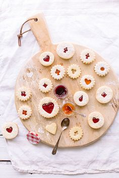 Food Photography: Jam Cookies // Cookies, Light Photography, Natural/Artificial Lighting, Wooden Serving Board, White Cloth Background, Colour Contrast, Neutral Palette