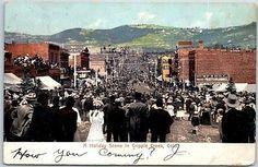 Cripple-Creek-Colorado-Postcard-A-Holiday-Scene-Street-Scene-w-1908-Cancel