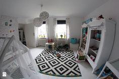 Biało – czarny pokój dla dzieci z kolorowymi dodatkami Kids Rugs, Inspiration, Home Decor, Design, Biblical Inspiration, Decoration Home, Kid Friendly Rugs, Room Decor