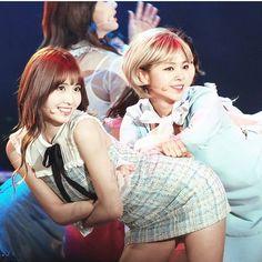 twice momo, jeongyeon, jeongmo Twice Kpop, Im Nayeon, Hirai Momo, Sweet Girls, Girls Generation, South Korean Girls, My Mom, Kpop Girls, Girl Group