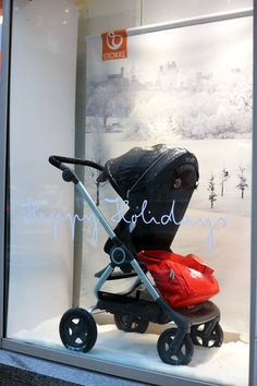 City sidewalks, Busy sidewalks, dressed in holiday style.... <3 Window Shopping with Stokke Scoot