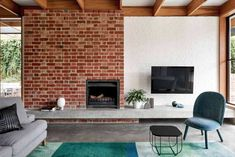 Glen Iris house by Pleysier Perkins Architects 08 Country Fireplace, Home Fireplace, Fireplaces, Fireplace Ideas, Outdoor Fireplace Designs, Freestanding Fireplace, Melbourne House, Indoor Outdoor Living, Cozy Cottage