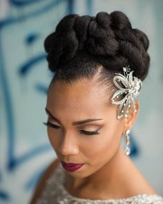 Flawless makeup by @face_affairs! And loving the headpiece too  More on the blog! @clappstudios #munacoterie  #munaluchi #munaluchibride #weddingthings #inlove