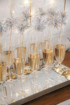 7 Dreamy Party-Ideen für Silvester - Daily Dream Decor - New Year's party New Years Decorations, Diy Party Decorations, Birthday Decorations, Christmas Decorations, Nye Party, Festa Party, Disco Party, Fancy Party, Disco Ball