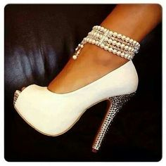 Open toe Cream base pump, indented stud heel, 5 row pearl anklette