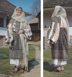 Muscel, Muntenia (Wallachia) Folk Costume, Costume Dress, Folk Embroidery, Embroidery Designs, Costumes Around The World, Ethnic Fashion, Carmilla, African, Textiles