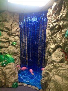 Jungle Safari VBS -The waterfall made out of a door streamer thingy is a good idea. Safari Theme, Jungle Safari, Jungle Jam, Decoration Creche, Diy Jungle Decorations, Welcome To The Jungle, Vacation Bible School, Thinking Day, Kids Church