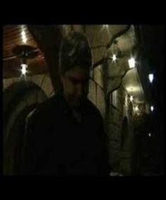OLLOS DA CIDADE (4) Documental de videocreación de Lara Bacelos (2002) baseado na poesía de Fran Alonso e Kiko Neves. Constitúe unha reflexión sobre o individualismo nas cidades a través dos textos de ambos os dous poetas.