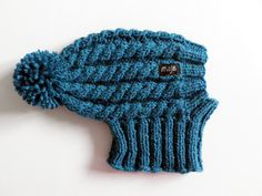 This unique hand-knit cable hat is the best choice for your dog in those cold winter days. Material: wool, acrylic 30 degrees Celsius machine wash Sizes available: XS - for dogs with head girth (above the eyes) approx. 25 cm inches) S - for Italian Greyhound Clothes, Pom Dog, Dog Snood, Crochet Dog Sweater, Cable Knit Hat, Granny Square Crochet Pattern, 30 Degrees, Dog Sweaters, Pet Clothes