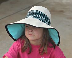 Sewing For Kids Finally found an easy hat to make! Just look at that sun protection! Sewing Projects For Kids, Sewing For Kids, Baby Sewing, Sewing Clothes, Diy Clothes, Sewing Tutorials, Sewing Patterns, Hat Patterns To Sew, Sun Protection Hat