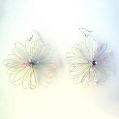 Orecchini bigiotteria fiore grigio perla Lavorati a mano by mariceltibijoux.com  Pearl grey earrings Handmade by mariceltibijoux.com