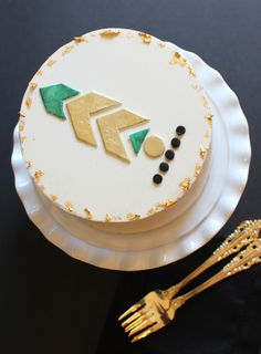 Great tips on how to use fondant and gold foil for a cool birthday cake idea for tweens or teens | A Subtle Revelry