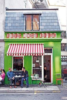 Denmark Travel Inspiration - Verdens Mindste Kaffebar | Copenhagen