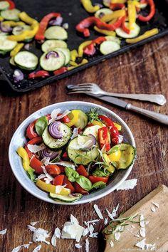 Salade de légumes d'été aux copeaux de parmesan - Une salade légère aux légumes d'été à savourer à volonté !