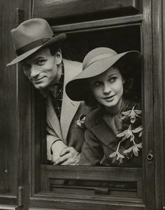 laurence olivier & vivien leigh. 1937. Husband and Wife looking out window. This shows the social aspect of the couples in the 1930s. How the husbands and wives did everything together. They came back from war and were very social.