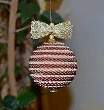 design your own ornaments Fabric Christmas Ornaments, Christmas Baubles, Christmas Art, Christmas Themes, Handmade Christmas, Holiday Crafts, Christmas Decorations, Burlap Crafts, Diy Crafts