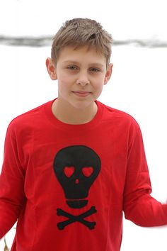 Valentine Boys shirt -but with freezer paper and paint. Valentine T Shirts, Valentines For Boys, Valentines Day Party, Shirts For Teens, Boys Shirts, Cute Shirts, Sewing For Kids, Free Sewing, Diy For Kids