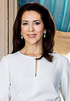 Close-ups of the new official picture of the Danish Royal Family.