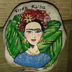 Hermosa #pintura en #piedra, #fridakahlo encargos por esta via,  precios por el privado,  despachos a toda vzla. #arte #islademargarita  #talentovenezolano