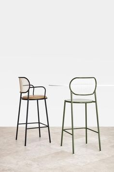Piper Bar Chair with Armrests by Nicholas Karlovasitis & Sarah Gibson – DesignByThem Eames Chairs, Bar Chairs, Upholstered Chairs, Dining Chairs, High Chairs, Desk Chairs, Office Chairs, Reading Chairs, Ikea Chairs