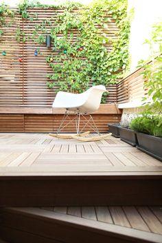 Es gibt kein Material mit dem man einen Platz draußen so warum und einladend gestalten kann wie mit Holz