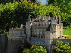 The Mini-Châteaux