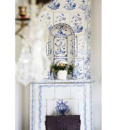 blue and white....timeless  Google Afbeeldingen resultaat voor http://i-cdn.apartmenttherapy.com/uimages/la/081709_skona2.jpg