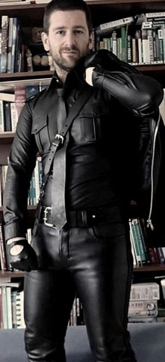 Leather Jeans Men, Leather Jacket, Men In Uniform, Mens Fashion Suits, Leather Fashion, Beautiful Men, Boys, Jackets, Outfits