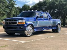😳😳❤️❤️OBS Ford Crew Cab Dually on Chrome Aloces and new body bumpers, new body mirrors, new and improved classic coach built paint job with color matched bumpers and mirrors! By far the cleanest OBS Dually out there! Dually Trucks, Ford Pickup Trucks, New Trucks, Cool Trucks, Lifted Trucks, Ford Diesel, Diesel Trucks, Ford Obs, Medium Duty Trucks