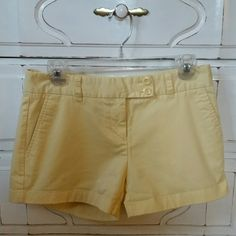 Vineyard Vines Shorts Yellow shorts size 4, good condition Vineyard Vines Shorts