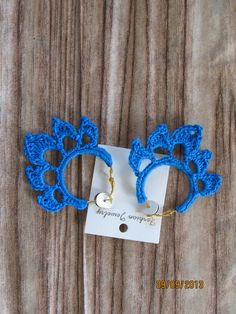 crochet flower hooped earrings  - LOOKING FOR THE PATTERN FOR THESE... NOT PROMOTING SALES.