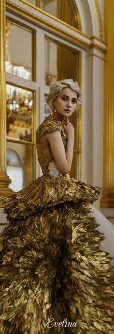 Gold by Russian Designer Olga Malyarova . Gold Fashion, High Fashion, Lila Gold, Golden Goddess, Glamour, Metallica, Evening Gowns, Celebrities, Beautiful