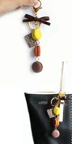 French macaron keychains inspired by Autumn sunset. Mini macaroon handbag accessories handmade in France. Bright Yellow,orange and chocolate. Porte-clé macaron bijoux de sac. #HalloweenGifts #FallAccessories #BagCharm