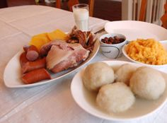 Potetball is a dish I naturally grew up with, being from the region of Sunnmøre. This dish was perfected by my mother, who made the lightest, most delicate potetball. My mother hails from a villag… Grubs, Nom Nom, Bacon, Yummy Food, Dishes, Eat, Ethnic Recipes, Norway, Dumplings